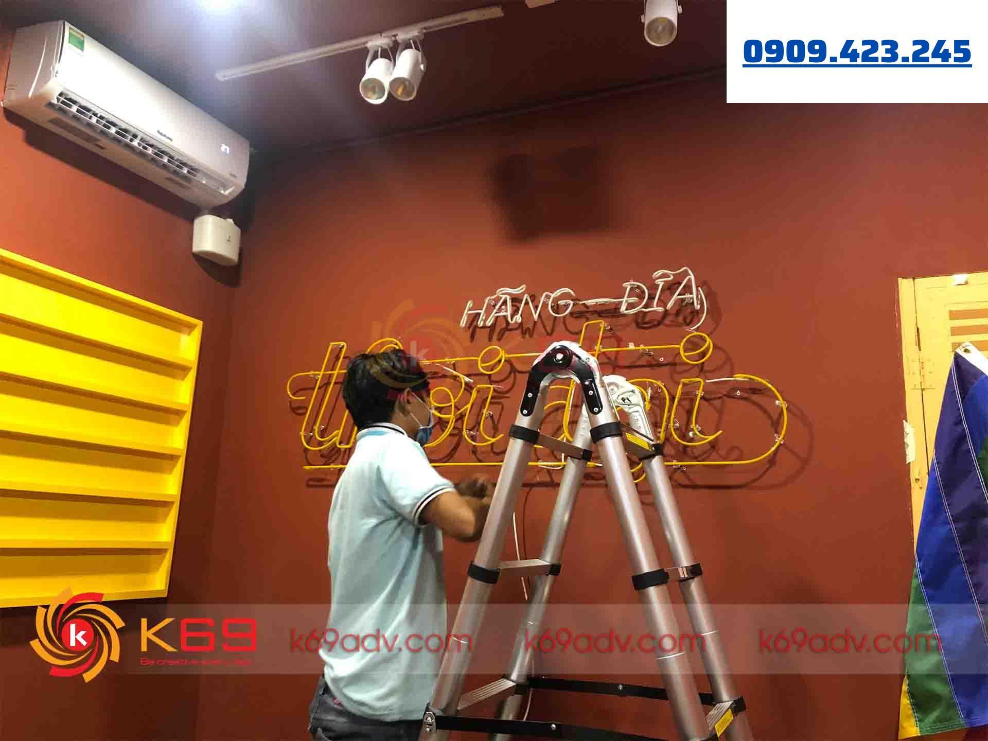 Ảnh thi công thực tế làm đèn Neon Sign tại K69ADV